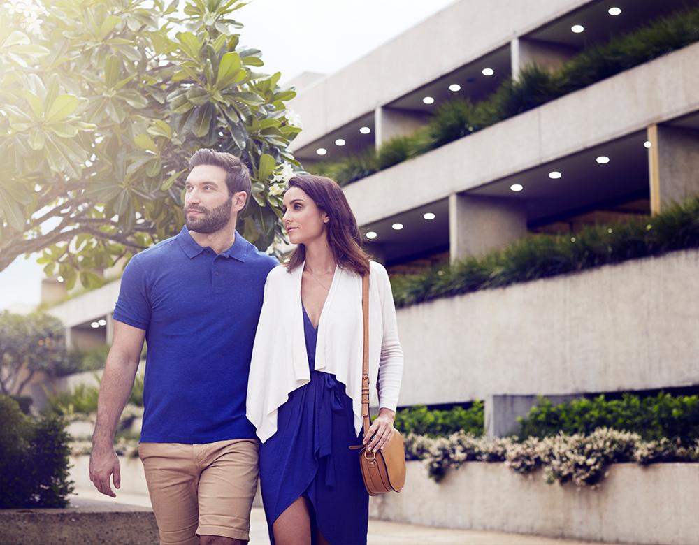 lifestyle-couplewalking